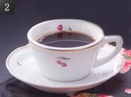 食後のロビーラウンジでコーヒーを。 写真