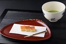 白味噌チーズケーキとお抹茶(ソフトドリンク) 写真